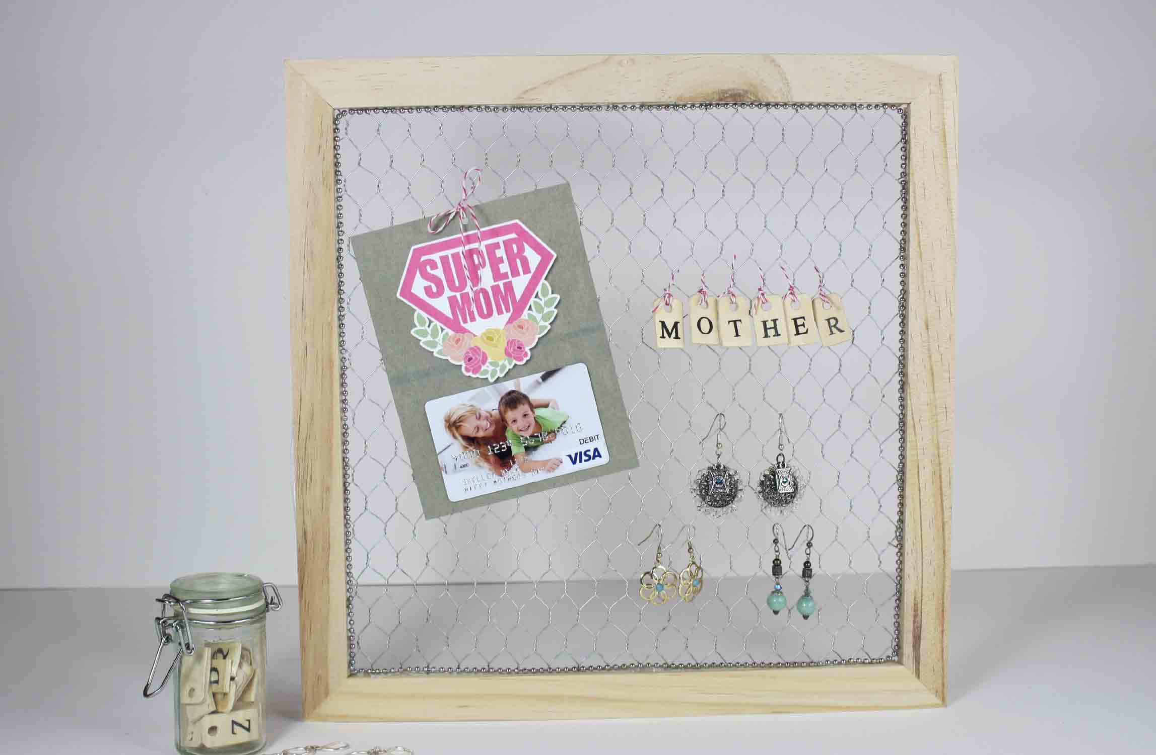 super mom gift card on holder